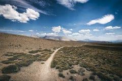 Wycieczkujący ślad w sierra Nevada góry Zdjęcie Stock