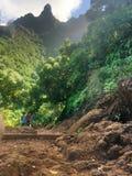 Wycieczkujący scenicznego Kalalau ślad sceniczny Na Pali Sunie w Kauai Hawaje fotografia royalty free