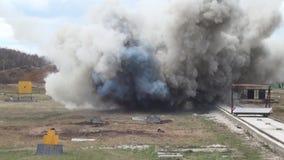 Wyczyn kaskaderski dziewczyna w ognistym wybuchu zdjęcie wideo