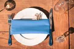 Wydarzenie dekoraci stołu ustawianie, drewniana tekstura, plenerowa obraz royalty free