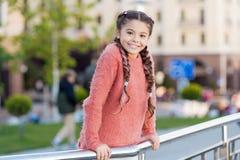 Wydarzenie przegl?d Czas wolny opcje Czas wolny i czas wolny miejska dziewczyna t?o Rozrywka dla dzieci aktywno?? zdjęcie royalty free