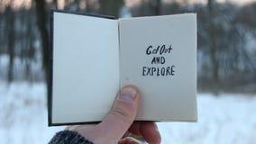Wydostawał się tekst i bada Podróż pomysł Książka i tekst ilustracyjny projekt nad bielem zbiory wideo
