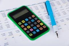 Wydruk, kalkulator i pióro, zdjęcia stock