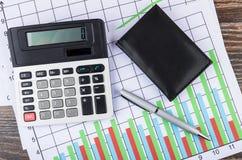 Wydruk z diagramami, elektronicznym kalkulatorem, notepad i ballp, obrazy stock