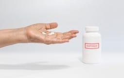Wydychany lek na starszej osoby ręce obrazy stock