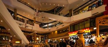 Wydziałowego sklepu pokaz na sprzedażach przy centrum zakupy centrum handlowe Obraz Royalty Free