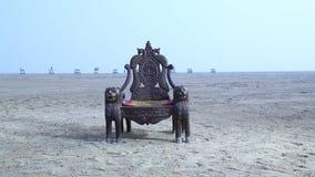 Wygłupy Drewniany krzesło w pustyni zbiory wideo