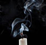 Wygasła świeczka z dymem zdjęcia stock
