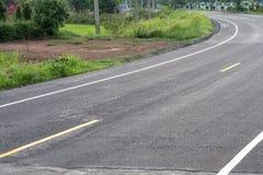 Wyginająca się drogowa powierzchnia, która brukująca jest nowa Fotografia Stock