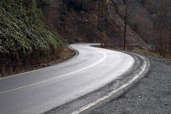 Wyginająca się halna droga Zdjęcia Royalty Free