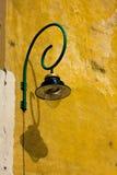 wyginająca się lampowa stara ulica Zdjęcie Royalty Free