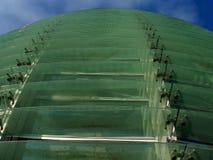 Wyginająca się szklana fasada Zdjęcia Royalty Free