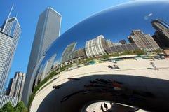 wyginający się bobowy Chicago odzwierciedla linia horyzontu Obrazy Royalty Free