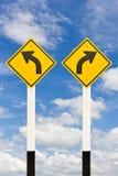 wyginający się lewy prawy drogowy kierunkowskaz fotografia stock