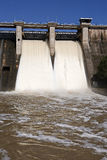 Wygnanie woda po ulewnych deszczów w embalse De Puente Nuevo obrazy stock