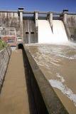 Wygnanie woda po ulewnych deszczów w embalse De Puente Nuevo fotografia royalty free