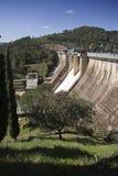 Wygnanie woda po ulewnych deszczów w rezerwuarze Puente Nuevo rzeczny Guadiato zdjęcie stock