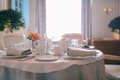wygoda Śniadanie w ranku teapot kawowy mały herbaciany biel Obrazy Royalty Free