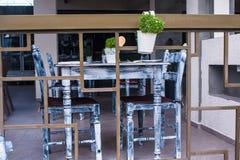 Wygodna plenerowa kawiarnia Zdjęcia Royalty Free