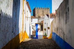 Wygodne w?skie ulicy stary grodzki Obidos, Portugalia fotografia stock