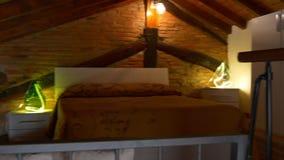 Wygodnego nowożytnego como jeziornego miasta panoramy łóżkowy izbowy mieszkanie 4k Italy zbiory wideo