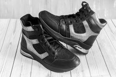 Wygodni buty z sznurowania i zamka błyskawicznego zamknięciem obrazy royalty free