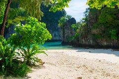 Wygodny piękny miejsce na plaży wyspa Hong Obrazy Stock