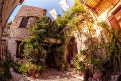 Wygodny podwórze w Lefkara wiosce (Pano Lefkara) Limassol Distr zdjęcie stock