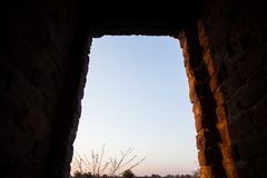 Wyjście przez tunelu fotografia stock