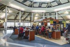 Wyjściowe bramy przy Louis Armstrong Nowy Orlean lotniskiem międzynarodowym 18, 2016 - NOWY ORLEAN LUIZJANA, KWIECIEŃ, - Obrazy Royalty Free