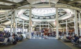Wyjściowe bramy przy Louis Armstrong Nowy Orlean lotniskiem międzynarodowym 18, 2016 - NOWY ORLEAN LUIZJANA, KWIECIEŃ, - Zdjęcia Stock