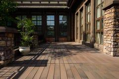 Wyklepana podłoga na zewnątrz europejczyka stylu budynku w pogodnej jesieni Obrazy Royalty Free