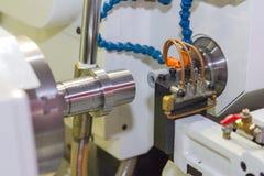Wykończeniowy metal pracuje na dużej precyzi szlifierskiej maszynie zdjęcia stock
