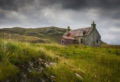 Wykolejena dom na Eriskay Zdjęcia Royalty Free