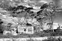 wykolejena farmy dom obrazy stock