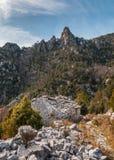 Wykolejena kamienny buiding w górach blisko Venaco w Corsica Zdjęcie Stock
