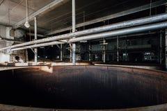Wykolejeniec Fermentuje zbiorniki Kentucky - Zaniechana Stara Taylor destylarnia - Fotografia Stock