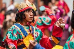 Wykonawca przy Jakar Dzong kultury tradycyjnym festiwalem w Bumthan zdjęcie royalty free