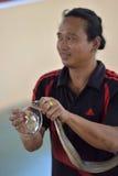 Wykonawca sztuka z kobrą podczas przedstawienia w zoo Obraz Royalty Free