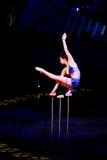 Wykonawcy omija arkanę przy Cirque Du Soleil's przedstawieniem 'Quidam' obraz royalty free