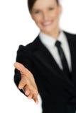 Wykonawcza biznesowa kobieta daje uściskowi dłoni - trząść ręka Fotografia Stock