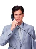 Wykonawczy w telefonie poważna męska wykonawcza gmatwanina depeszuje Zdjęcie Stock