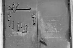 Wykonujący ręcznie metalu drzwi z religijną sceną Fotografia Royalty Free