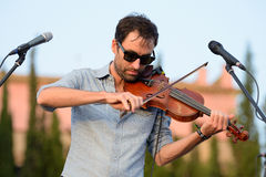 Wykonuje przy Vida festiwalem Andrew ptak muzyk, kompozytor i instrumentalista (,) zdjęcie stock
