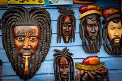 Wykonuje ręcznie targowe ręcznie robiony rzeczy w Montego Bay, Jamajka zdjęcia stock
