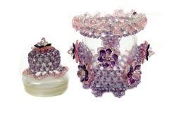 Wykonuje ręcznie z paciorkami kryształ jako dekoracja na słoju Fotografia Royalty Free