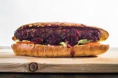 Wykonywać ręcznie hotdog zdjęcia royalty free