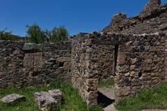 Wykopywane ruiny typowy dom w Pompeii obrazy stock