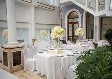 Wykwintnie dekorujący ślubu stołu położenie fotografia stock