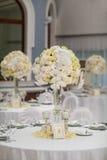 Wykwintnie dekorujący ślubu stołu położenie zdjęcie royalty free